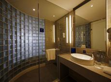 Holiday Inn Express Haikou West Coast 3*