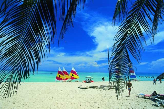 официальное название страны - Республика Куба, неофициальное - Остров Свободы